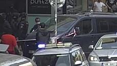 V pražské Nekázance zasahovali těžkooděnci. Policie zadržela tři cizince, měli spor s majitelkou bytu