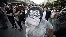 'Udavači StB, stydíme se za tebe.' Tisíce lidí protestovaly v Praze proti Benešové a Babišovi
