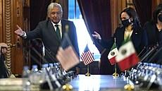Harrisová vyrazila do Střední Ameriky tlumit migrační vlnu. 'Mission impossible,' míní experti