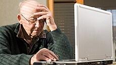 Dědeček 2.0. Důchodci se díky koronaviru propojují s moderními technologiemi, mění se i témata k hovoru