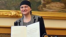 'Paní Novák' nejspíš příliš nepřibude. Ženy s nepřechýleným příjmením musí očekávat rozpaky, říká jazykovědkyně