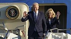 Biden se poprvé jako prezident vydal do světa, na úvod cesty zamířil do Británie