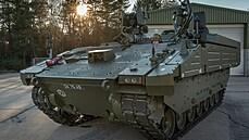 Britští obrněnci musí jezdit pomalu. Střelba za jízdy drhne a vojákům se v nich dělá špatně