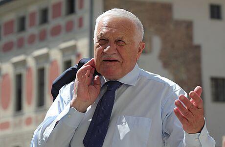 Exprezident Václav Klaus slaví osmdesátiny. Poblahopřát na Hrad mu přišli Strach, Duka i Nečas
