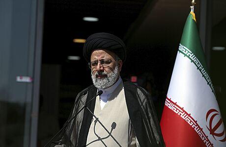 Írán zná nového prezidenta. Rúháního nahradí ultrakonzervativní soudce Raísí, už mu poblahopřáli i jeho soupeři