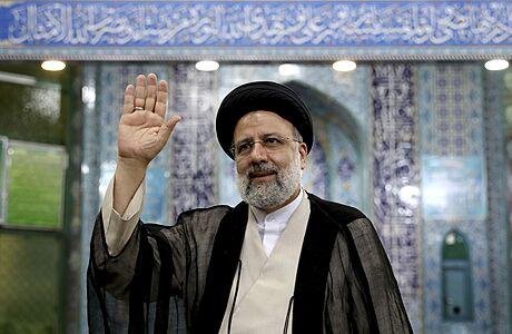 Íránu bude vládnout muž ze sankční seznamu. Prošel sítem dohlížitelů, cestu k vítězství mu umetl Chameneí