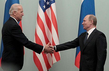 Putin a Biden mají první část jednání za sebou. Po přestávce se k nim připojí další členové obou delegací