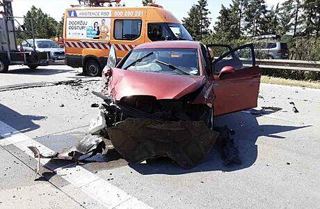 Při nehodě na horkem popraskané dálnici vznikla škoda za 1,2 milionu korun. Úsek je nadále zavřený