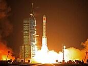 Oslava vlády komunistů i snaha dohnat mocnosti. Číňané vyšlou do vesmíru raketu s posádkou