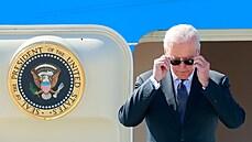 Putin dostal bizona a 'Bidenovy brýle', americká hlava státu psací soupravu v ruském stylu