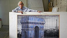 Pařížský Vítězný oblouk se zahalí do látky. Francie uskuteční poslední projekt umělce Christa