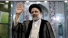 Íránu bude vládnout muž ze sankčního seznamu. Prošel sítem dohlížitelů, cestu k vítězství mu umetl Chameneí