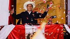 Fujimoriová uznala porážku, prezidentem Peru se po těsném souboji stane zástupce levice Castillo