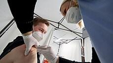 Očkování v Česku funguje, říkají čísla. Po druhé dávce se nakazila jen hrstka lidí, většinou to mělo zřejmou příčinu
