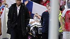 Dánský záložník Eriksen při zápase na Euru zkolaboval. Lékaři ho oživovali na hřišti, už komunikuje