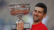 Djokovič ve čtyřhodinovém finále na Roland Garros porazil Tsitsipase a slaví 19. grandslam