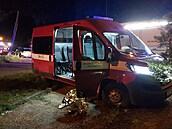 V Uherském Brodě hořelo v sedmipatrovém domě, hasiči evakuovali 104 lidí a psa