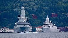 Nizozemskou fregatu poblíž Krymu ohrožovaly ruské stíhačky. Loď čelila simulovaným leteckým útokům