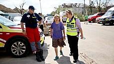 Ve zničených obcích zasahuje 880 hasičů a stovky policistů. Armáda poslala ženisty, pomáhá i Hradní stráž