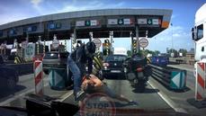 VIDEO: Rvačka českého řidiče s motorkářem zaujala polský internet, dostala se i do televize