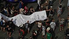 Chvilkaři se sešli, aby vládě vystavili symbolický účet. Na demonstraci převládaly vlajky Evropské unie