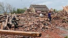 Extrémně silná bouře páchala škody také na Lounsku, meteorologové nevylučují další tornádo