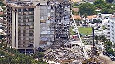 Počet obětí po zřícení domu na Floridě stoupl na devět, více než 150 lidí se nadále pohřešuje
