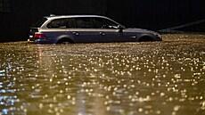 Německo zasáhly silné bouře. Způsobily škody i lokální záplavy