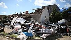 Hasičům na jižní Moravě zbývá po tornádu zbořit 21 domů, část domácností je stále bez elektřiny nebo plynu