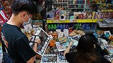 V Hongkongu se stály fronty na poslední vydání prodemokratického deníku Apple Daily