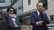 Britský ministr zdravotnictví rezignoval. Líbal poradkyni, čímž porušil protiepidemická pravidla