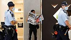 Hongkongská policie zatkla bývalého prominentního novináře listu Apple Daily, chtěl odcestovat