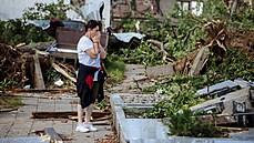 OBRAZEM: Zničené domy, ulice poseté troskami. Úsvit odhalil následky ničivého tornáda na Moravě
