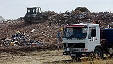 Práce po tornádu na Moravě pokračují. Na poli mezi zničenými obcemi roste hromada suti