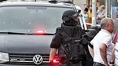 Policie osvobodila rukojmí z obchodu v Budějovicích. Útočníka zmátla pyrotechnickými výbuškami