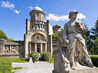 Když se před výletem do Hořic podíváte na jejich webové stránky, zjistíte, že se představují jako město kamenné krásy. Zajímavé stavby a sochy objevíte doslova na každém kroku, k jejich objevování se...