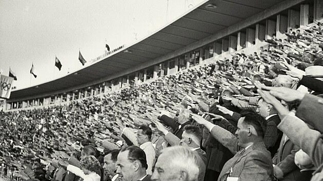 1936: Olympijské hry ve stínu hákového kříže a stovky bílých holubic v roce 1948