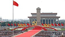 Stíhačky i sborové písně. V Pekingu začaly oslavy stého výročí založení Komunistické strany Číny