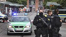 Útočník v centru německého Würzburgu pobodal několik lidí, nejméně tři z nich na místě zemřeli