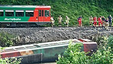 Nedaleko Salcburku vykolejil vlak, 15 lidí se zranilo. Příčiny nehody jsou zatím neznámé