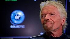 Kosmické závody miliardářů: Branson poletí do vesmíru o devět dní dřív než Bezos