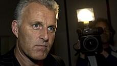 V Nizozemsku zemřel investigativní novinář Peter de Vries, podlehl střelným zraněním z minulého týdne