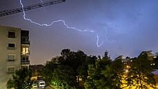 Varování před velmi silnými bouřkami. Nebezpečí hrozí hlavně východní polovině Česka