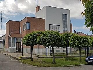 Bílá, červená, modrá. Vlastní vila architekta a stavitele Bohuslava Šmída v...
