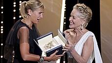 Těhotná po sexu s autem. Za bizarní horor si hlavní cenu v Cannes podruhé v historii odnesla ženská režisérka