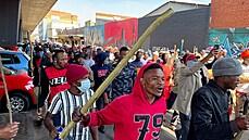 Po uvěznění Zumy propukly v JAR protesty. Dav zablokoval silnice, kriminálníci rabovali obchody