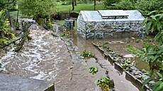 Intenzivní deště na Českolipsku: Hasiči museli evakuovat obyvatele několika obcí