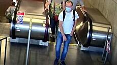 Policisté v Praze hledají muže, který by mohl mít informace o znásilnění v Holešovicích