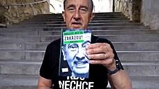 Miliardář z lidu píše seniorům. Babiš si v nové knize udělal itinerář úspěchů a nastínil štědré přísliby