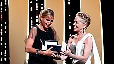Zlatou palmu na festivalu v Cannes získal francouzský snímek Titane. Vyhlášení provázely zmatky